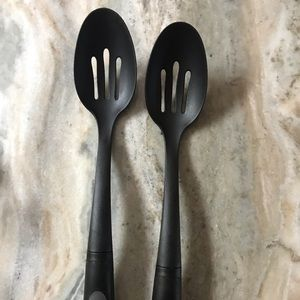 2 cooking spoons